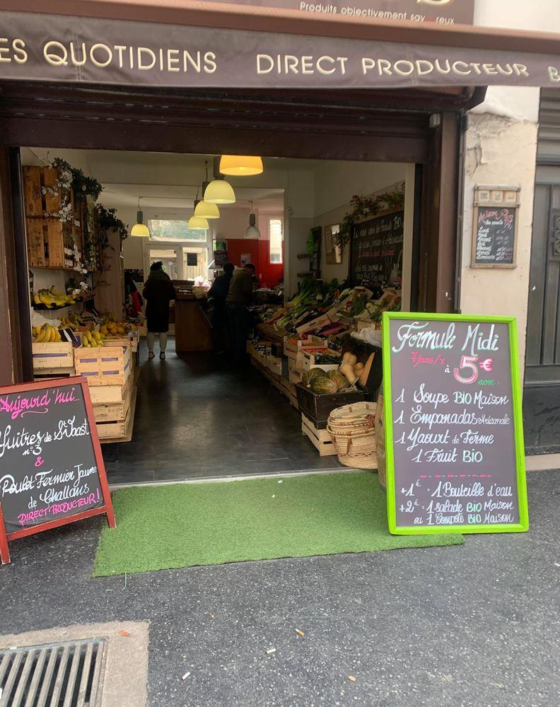 停課令之後出門採買,巴黎街區的超市依舊物資充足。(攝影:趙偉婷)