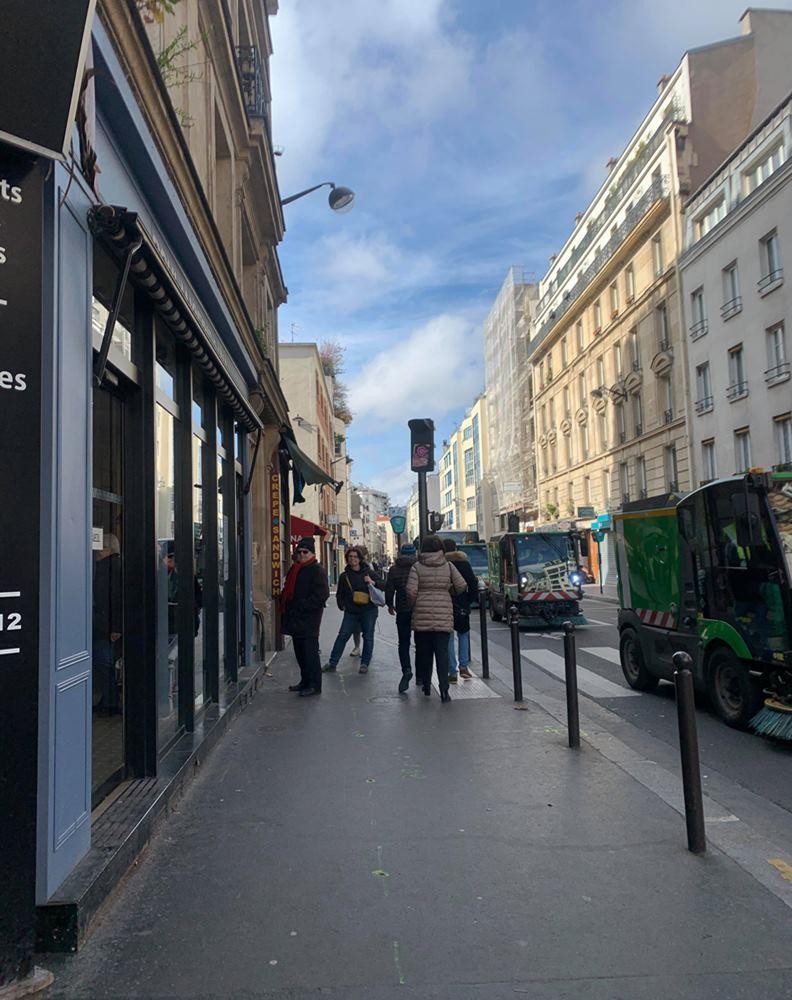 關閉學校之後,法國政府又追加,要求關閉所有營業店面和公共場所。(攝影:趙偉婷)