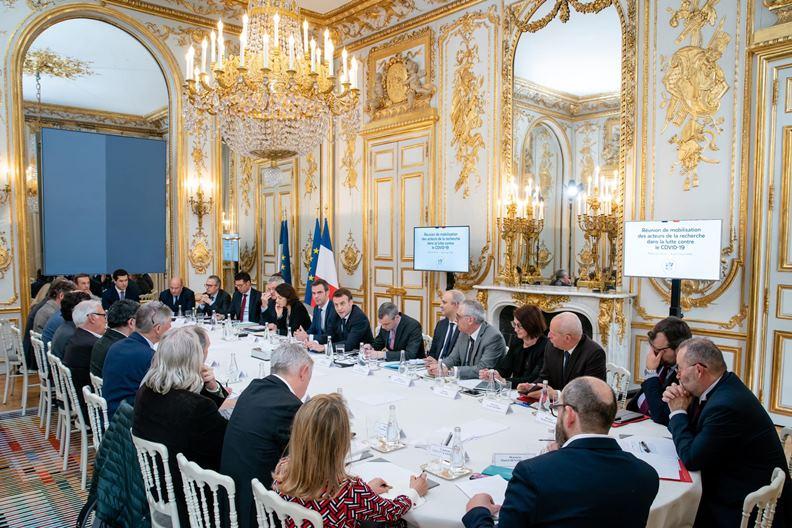 隨著疫情加重,加上鄰國接連淪陷,法國近期不斷提高防疫措施等級。(圖片取自馬克宏臉書)