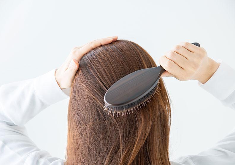 你有每天梳頭嗎?梳頭原來有這麼多好處,還能逆齡抗老!