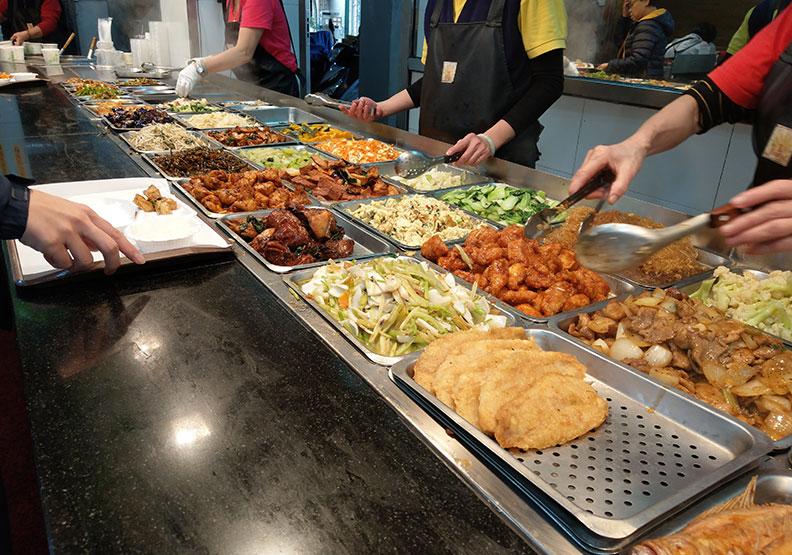 外食族及餐飲業者該如何防疫?公衛專家提出 3 大建議