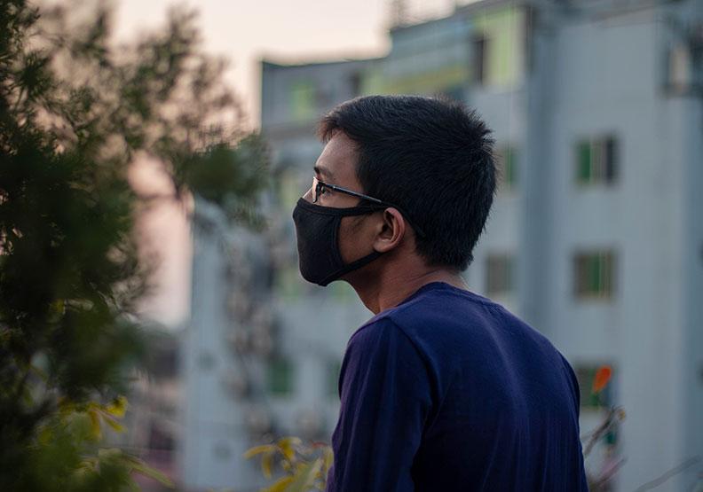 阿宗戴著口罩,讓藍寶醫生怎麼看都想不起自己治療過他。僅為情境圖,來自Shutterstock