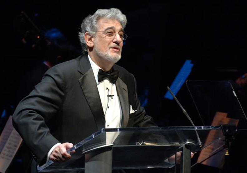 世界三大男高音多明哥確診新冠肺炎。取自維基百科
