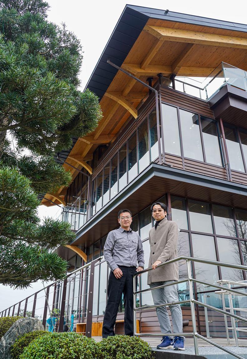 棗稻田營運長李永盛(左)及協助打造話題綠建築的九典宜蘭分所長陳尚鋒