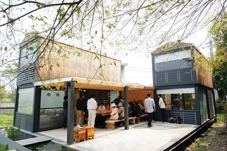 2018年另蓋了RC辦公室,謝東興也輪翻試住更新款的行動木屋,推廣「藉木屋親近自然」的生活理念。