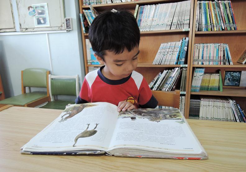 建立閱讀習慣有助提升孩子的課業表現;柯俊銘提供。