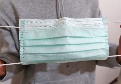你懂得正確「脫口罩」嗎?ICU醫師:觀念不對不只白戴還很危險