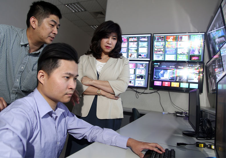 有線電視系統台戰場上,唯獨廖紫岑是巾幗英雄。