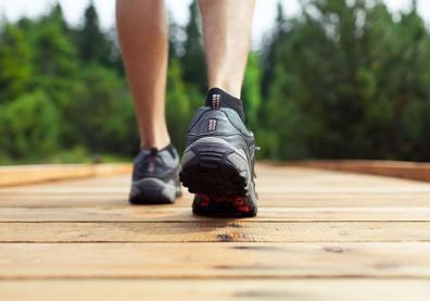 堅持日行一萬步卻導致筋膜發炎?醫:「好好走路」才是關鍵