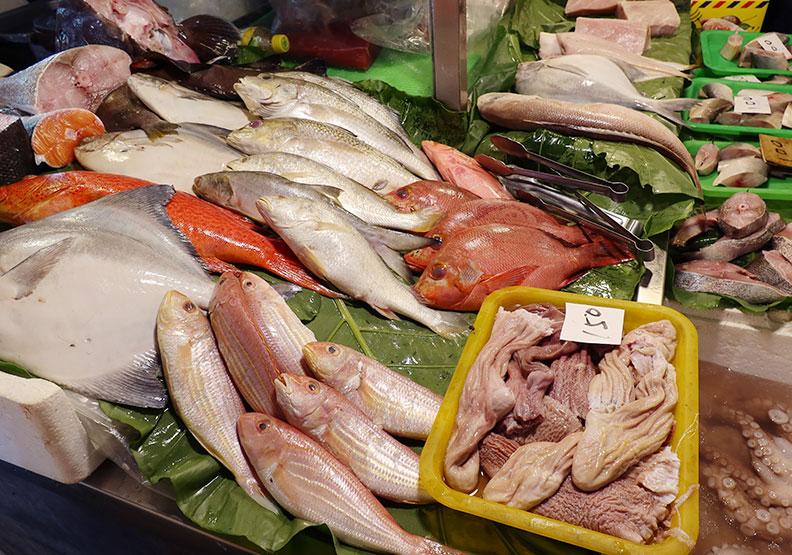 生食海鮮注意!「海獸胃線蟲」40年內暴增283倍,人類會不會被感染?