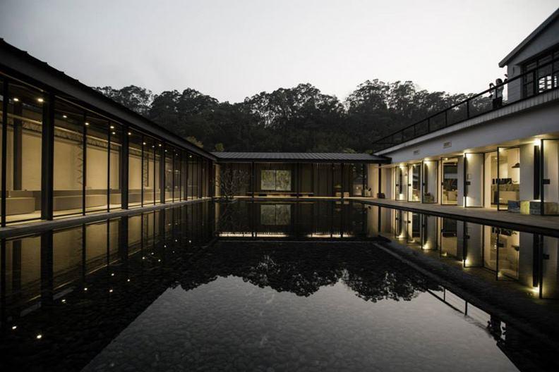 2013年落成的大溪老茶廠,讓曾志偉的名號開始在建築界傳開。(圖片提供:自然洋行)