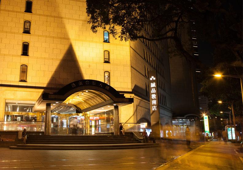敦南誠品1999年起開創24小時不打烊的運營模式。誠品提供