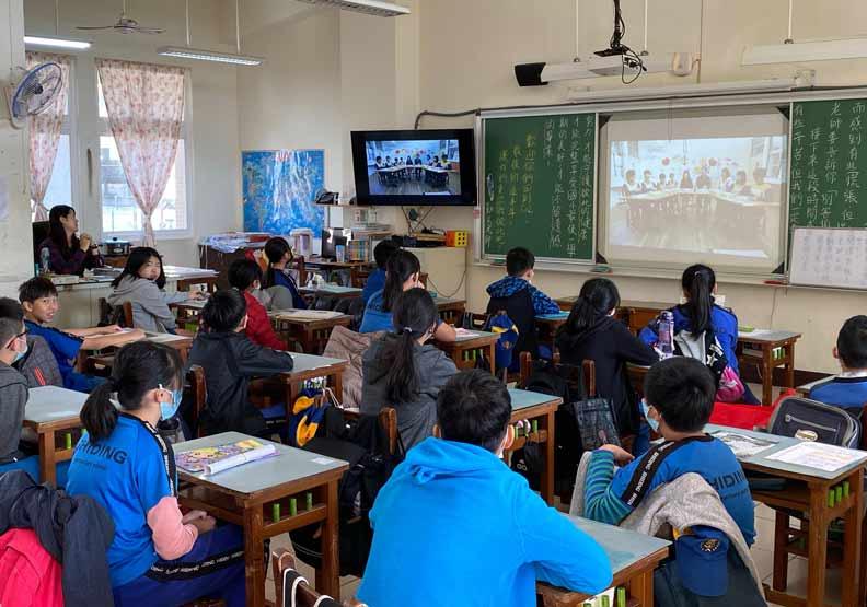 開學第一天,基隆市長林右昌實施的全市防疫宣導。基隆市教育處提供