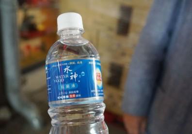 「水神抗菌液」包裝惹爭議,可能讓你不小心把次氯酸水喝下肚!