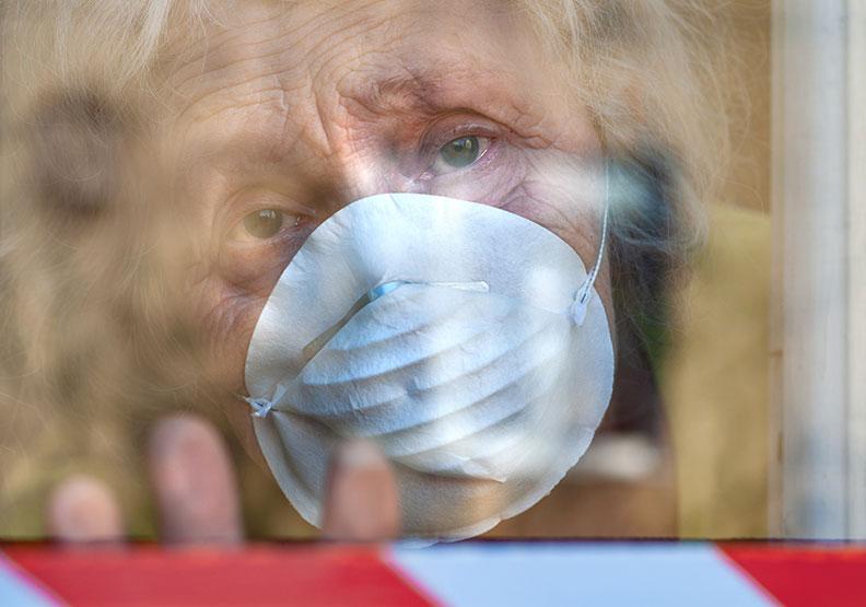 新冠肺炎下,醫療資源決定高齡者命運