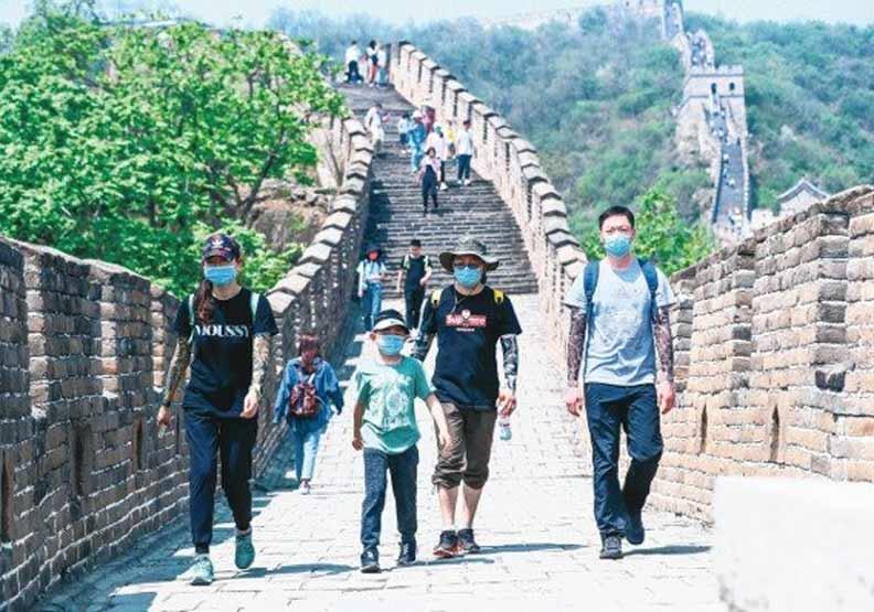 今年大陸五一出行人數大減。圖為北京市慕田峪長城景區。 中新社
