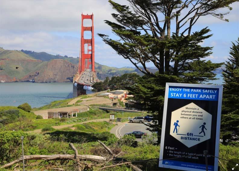 舊金山大穚建議居民保持社交距離的公告欄。作者提供