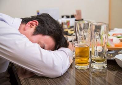 喝「混酒」真的比較容易醉?其實這個要素才是關鍵