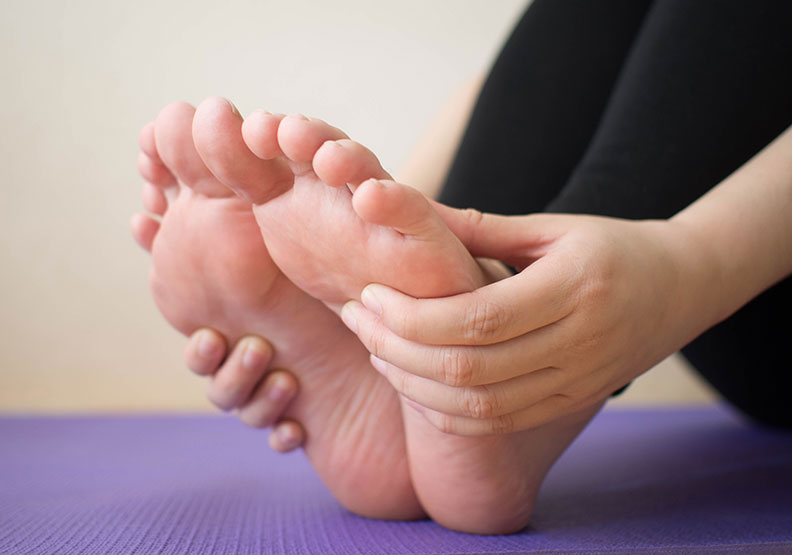 一走路腳底就痛,怎麼預防足底筋膜炎?
