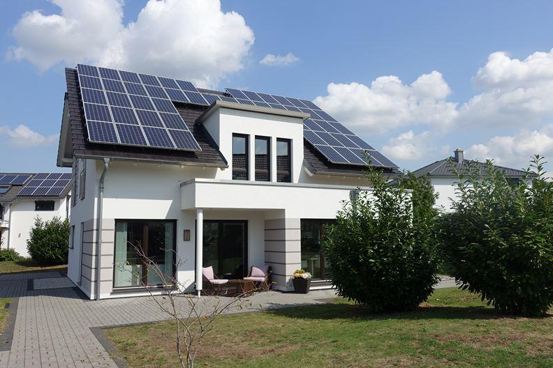 FertighousWelt 展覽園區內的太陽能房型。