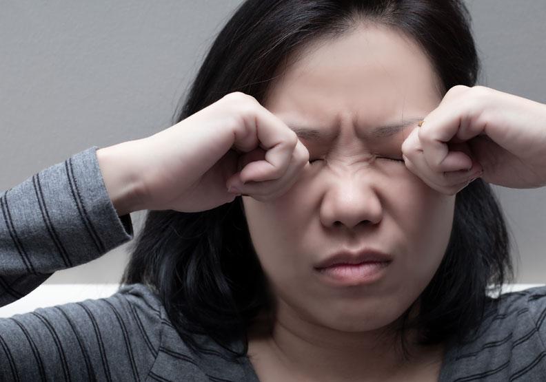 口服玻尿酸能改善乾眼問題?營養師從文獻解析