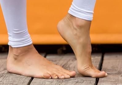 強化跟腱肌力、改善足底筋膜炎,從後腳跟腱拉筋做起