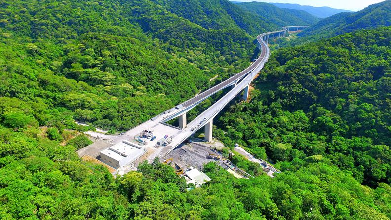 南迴公路安朔至草埔高架橋路段相片。南區臨時工程處王富生提供