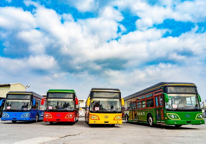 嘉義市電動公車上路囉!黃敏惠讚:「來搭就是時尚」