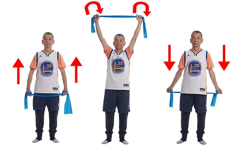 手握彈力帶做繞圈動作,可改善筋膜柔軟度。