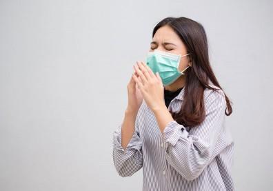 感冒常「倒吸」鼻涕?小心中耳積水導致耳鳴、耳悶塞