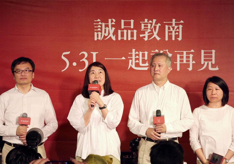 誠品董事長吳旻潔(左二)談到與敦南誠品的種種回憶。