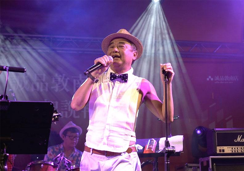誠品敦南熄燈演唱會「星空下的Live騷動」,由陳昇壓軸開唱。誠品提供