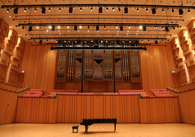 屏東縣演藝廳,有全台唯三的管風琴。
