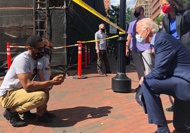 美國民主黨候選人拜登(Joe Biden)(右)。