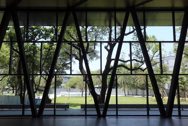 屏東縣立圖書館充滿美景。