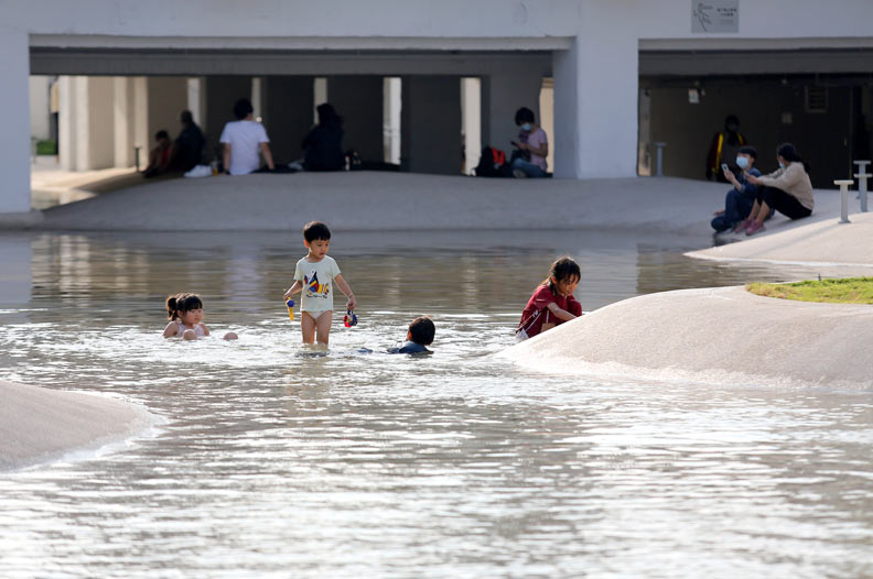 台南市最新落成的公園河樂廣場。