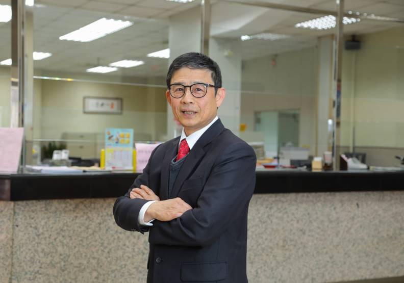 台中二信總經理李福振。