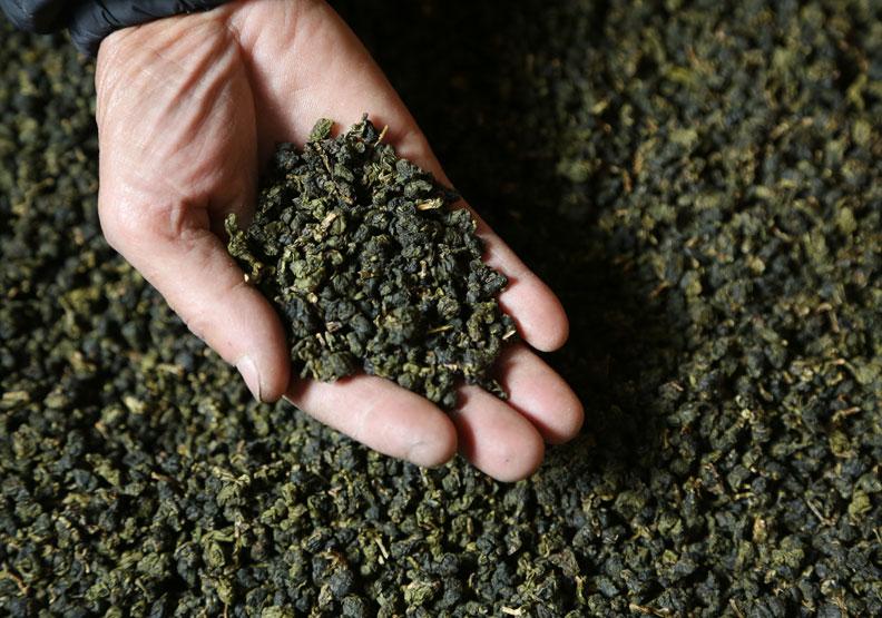 冷泡茶長時間浸泡茶葉,會不會溶出農藥喝下肚?