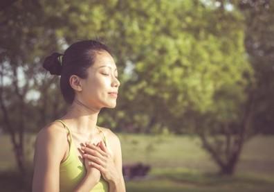 躁鬱讓她無法呼吸、頭昏發暈...瑜伽呼吸練習重新感受生命流動