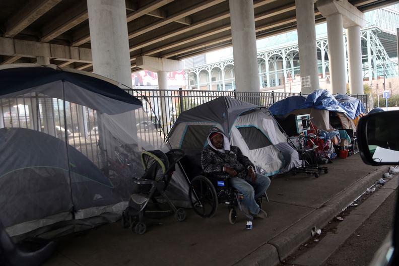 美國許多城市也出現居無定所的「帳棚族」。