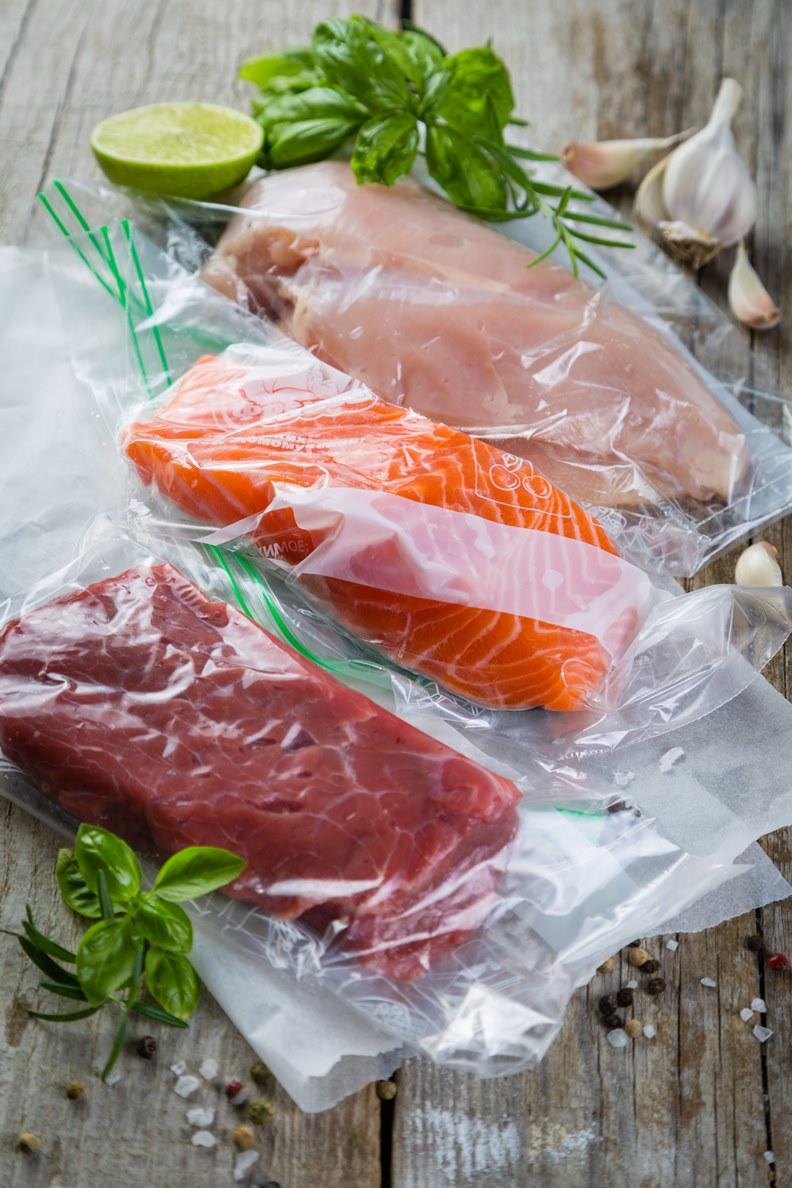 將食材一一分裝,不僅能節省冰箱空間還能保鮮。