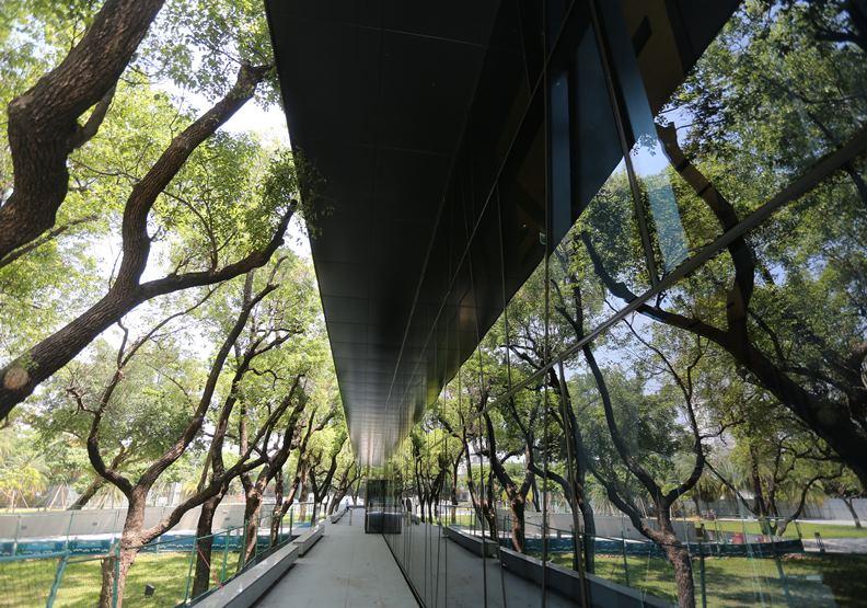 國境之南的30年老建築,化身屏東縣的「森林圖書館」