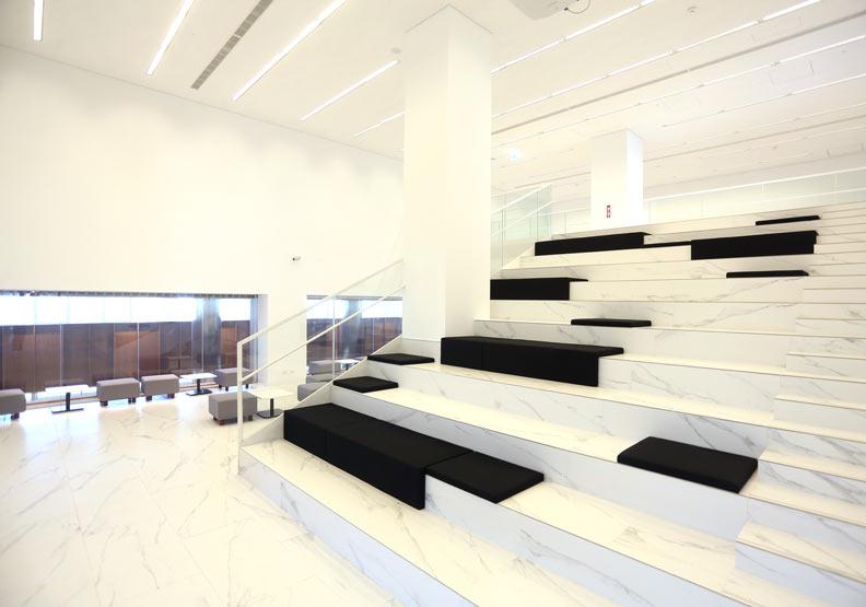 圖書館三樓可做影音播放場地,提供當地青少年休憩新選擇。