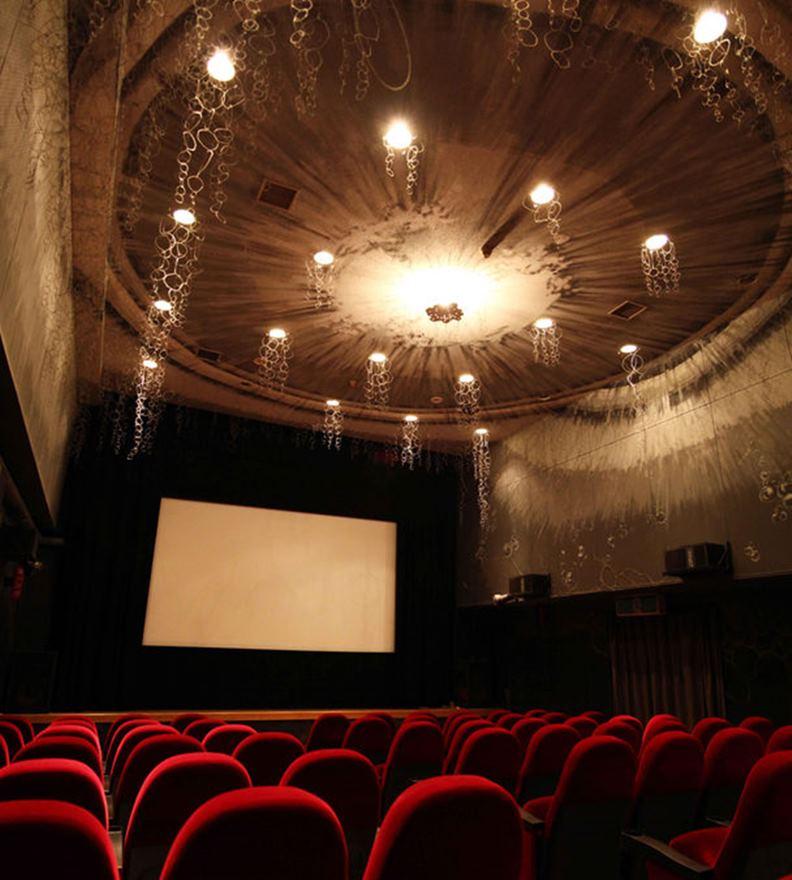 網路串流平台大行其道,傳統戲院會因疫情而一蹶不振嗎?(圖片取自 Save the Cinema 臉書)