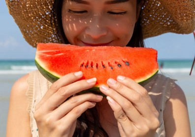 西瓜消暑又抗癌,常被丟掉的這個也要一起吃營養更豐富