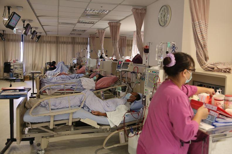 每位堅守崗位、默默奉獻的基層醫療人員,都是對抗新冠病毒的功臣。