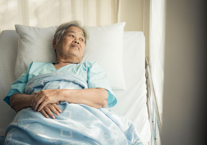 心情低落免疫力會下降!不能單看醫療數據,病患的心理問題也需要被照顧