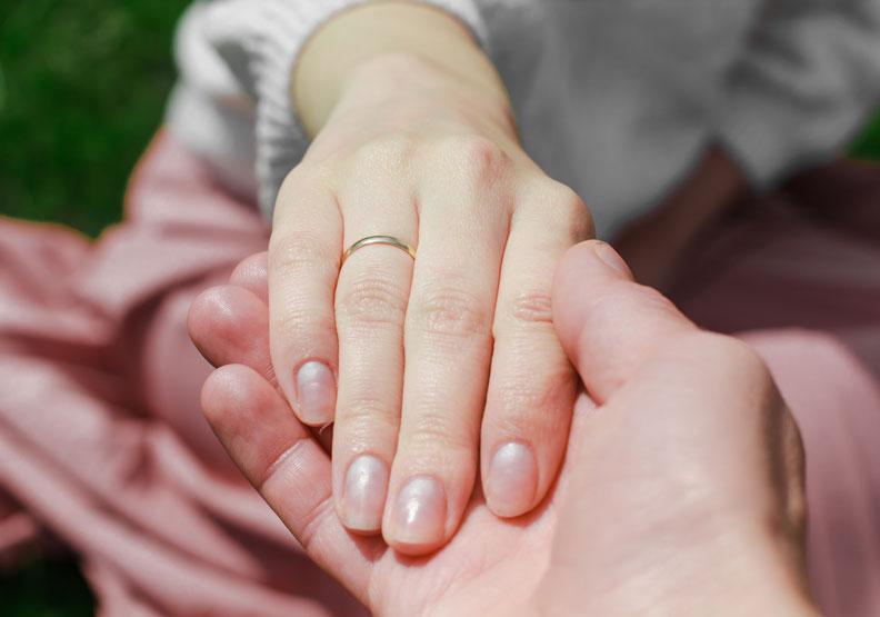 17年後決定向癌末女友求婚,「人生最後一段由我陪妳走」