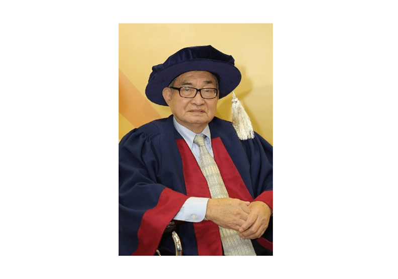 2013年獲頒香港大學名譽博士,表彰發叔畢生對香港大學和學生會的貢獻(香港大學圖片)