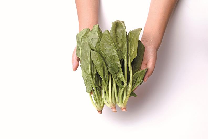 雙手捧菠菜(約3棵)≒100公克。
